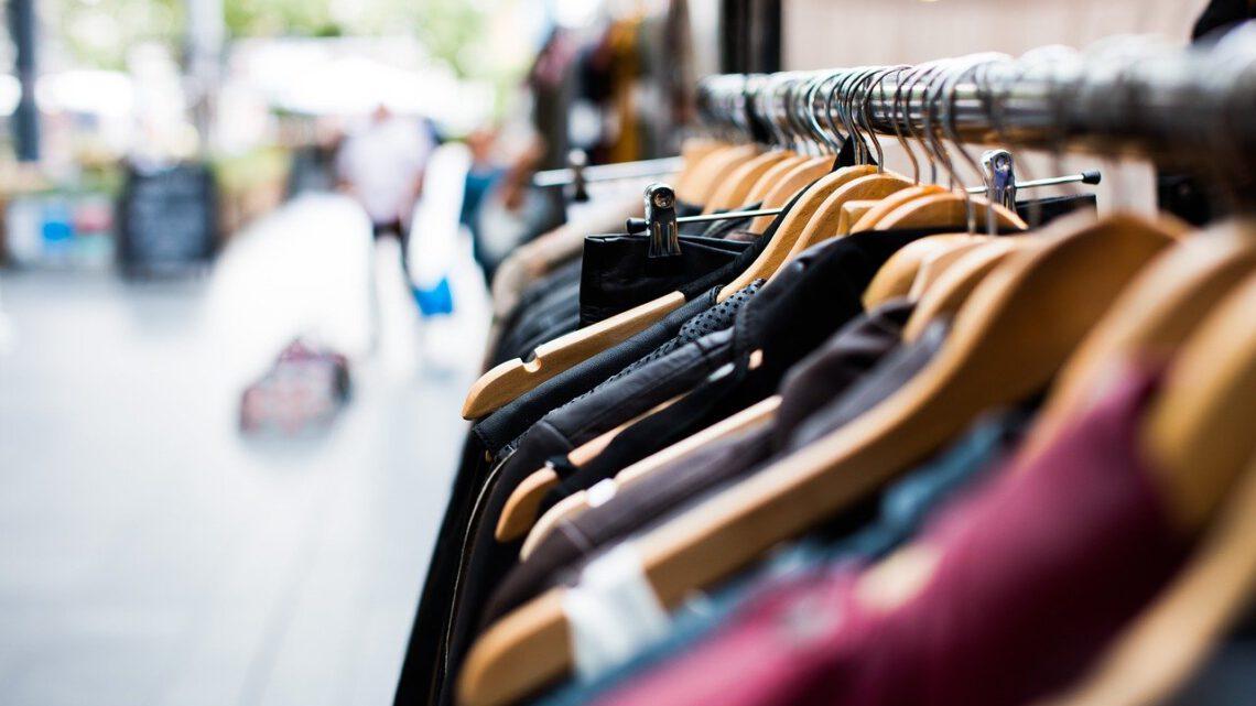 Hoe bereid je je kledingkast voor op de zomer?